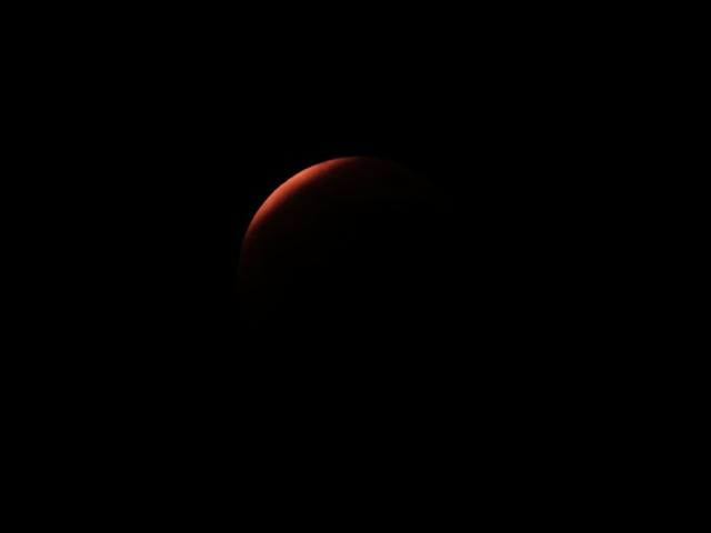 雲から出た直後の月食