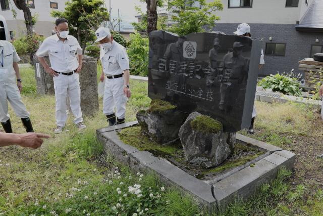 要望ではありませんが、岩井川小学校100周記念碑の陥没を視察