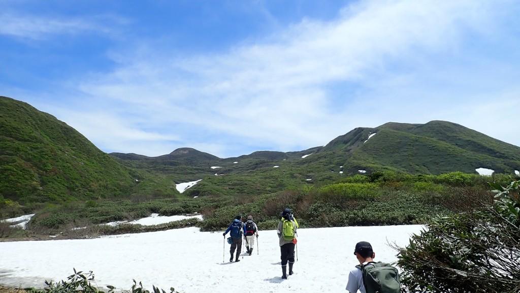 登山道に残る雪渓