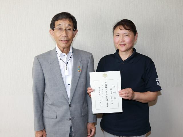 4期目となる佐々木るり子さん(右)